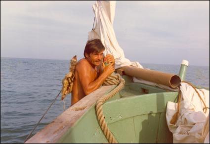Pierre Massimi, bronzé comme un p'tit Lu, torse nu en permanence, naviguait et marchandait des perles, en tant que Henri de Monfreid, dans...