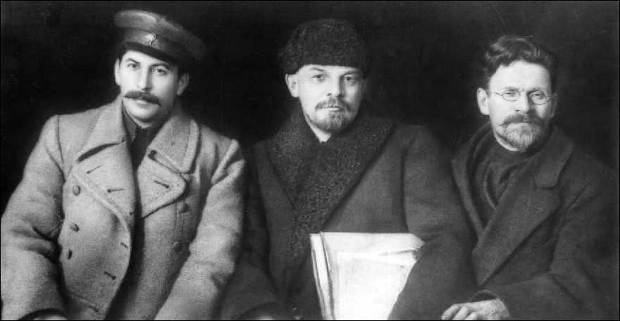 Regardez attentivement la photo ci-dessous et dites de gauche à droite, qui sont ces personnages (russes bien sûr).