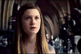 Ginny Weasley est très importante dans la famille Weasley car :