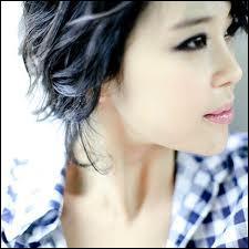 Baek Ji Young chante ...