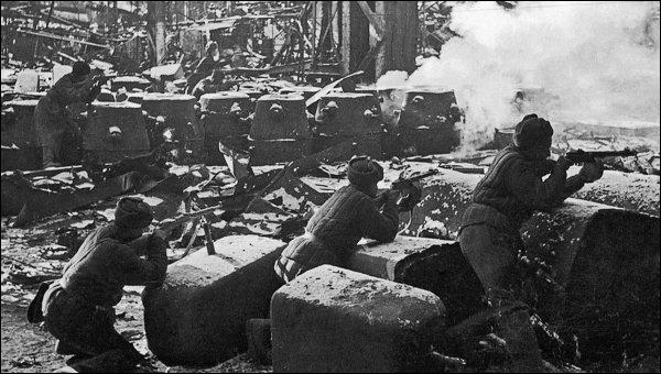 Durant quelle période se déroula la bataille de Stalingrad ?