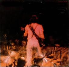 Avec cet album live Neil clot les 70's. Album magistral pris d'une tournée aux rares concerts dont un à Toronto que je vis et qui demeure dans ma mémoire comme un sommet. C'est... :