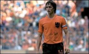 Quel joueur de football Hollandais ayant évolué à l'Ajax Amsterdam et au FC Barcelone a eu 3 ballons d'or ?