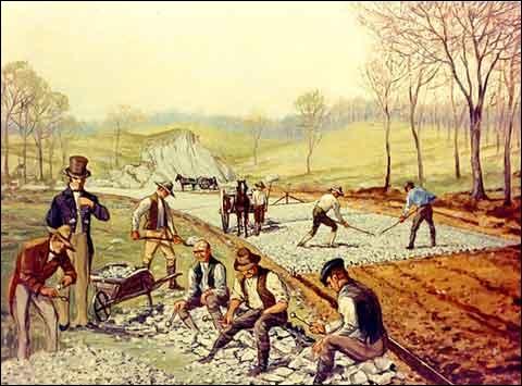 Il mit en place en 1815 un procédé 'moderne' d'empierrement des routes.