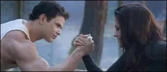 Bella est-elle plus forte qu'Emmett ?