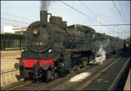 En 1835, dans quel pays d'Europe continentale la première ligne de chemin de fer publique a-t-elle été exploitée ?