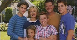 Où se réfugient les enfants et le mari de Lynette Scavo pendant la tornade qui a dévasté Wisteria Lane dans la saison 4 ?
