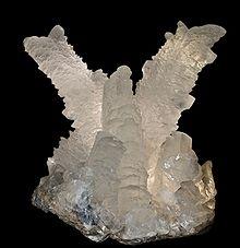 La mine de Naica en contient des cristaux de plus de onze mètres de hauteur.