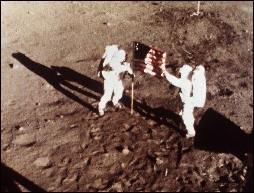 Au cas où Neil Armstrong et Edwin Aldrin seraient restés bloqués sur la Lune...