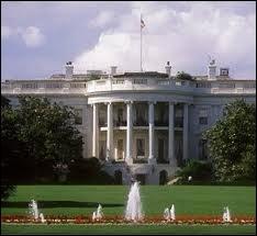 Ancien acteur devenu président des USA, il fut victime d'une tentative d'assassinat en 1981.