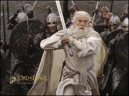 Après quoi Gandalf devint-il Gandalf le Blanc ?