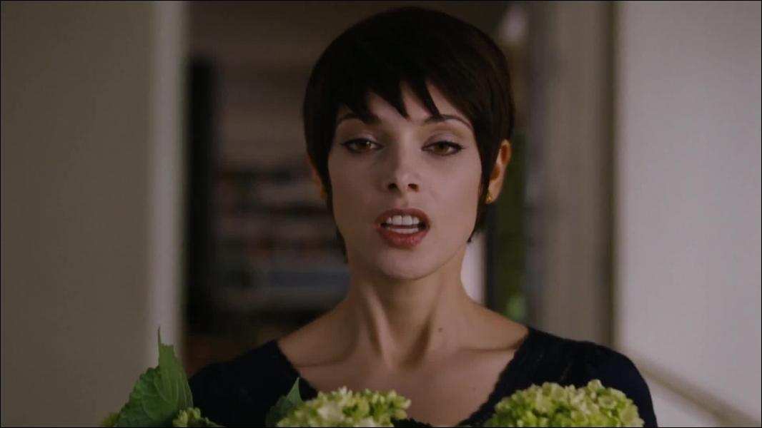 Que va faire tomber Alice en voyant que les Volturi ont décidé de les tuer ?