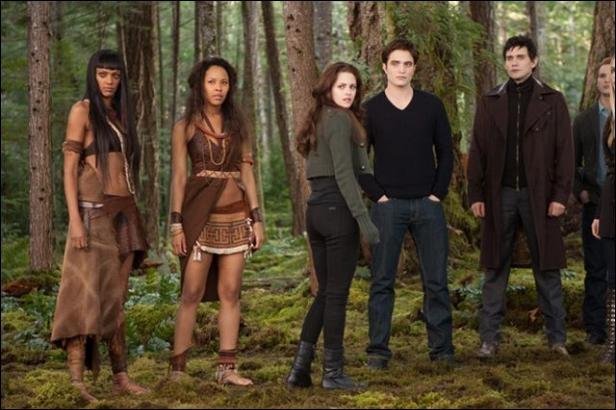 Que décident les Cullen après avoir appris la venue des Volturi ?