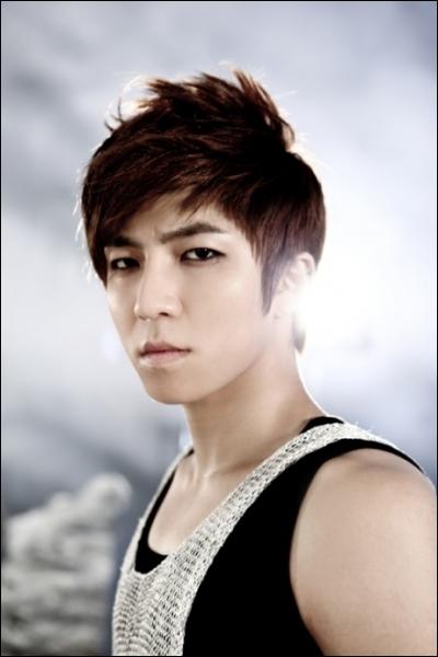 SooHyun est le leader de :