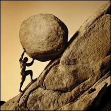 Quel personnage de la mythologie grecque a été condamné à pousser éternellemnt un rocher jusqu'au sommet d'une colline d'où il retombait sans cesse ?