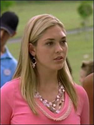 Dans quel épisode Miriam essaye-t-elle de voler le médaillon d'Emma ?