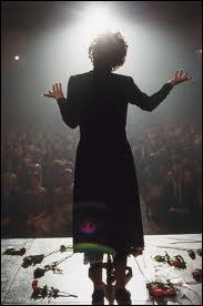 Dans quelle chanson d'Edith Piaf entend-on   Peu m'importe si tu m'aimes, je me fous du monde entier  ?
