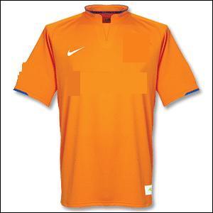 Encore de la couleur orange! À quelle équipe appartient ce maillot ?