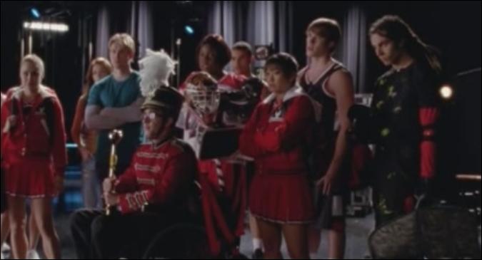 Saison 4 épisode 9 : Suite a la fin des New Directions, que fait Blaine en remplacement ?