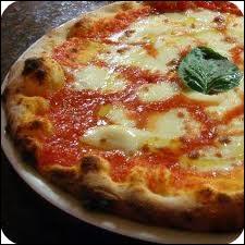 Le ministère italien de l'Agriculture dans un texte paru au  Journal officiel  (2008) a rappelé que la vraie pizza napolitaine était circulaire et ne dépassait pas ... . cm de diamètre.