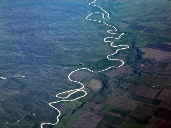 Le Mississippi est un fleuve de 3 780 km traversant la partie centrale des Etats-Unis. Combien d'Etats traverse-t-il ?