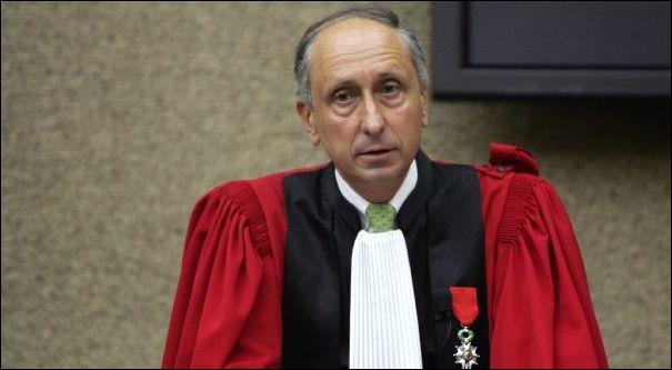 Philippe Courroye a été juge d'instruction dans les affaires de ''l'Angolagate'' et du financement illégal du RPR. Quelle enquête a-t-il ouverte alors qu'il était procureur général à Nanterre ?