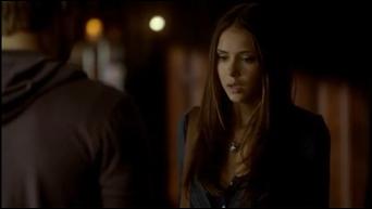 Pourquoi Stefan appelle-t-il Elena au debut de l'épisode ?