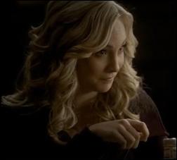 Quelle personne Caroline rappelle-t-elle à Stefan ?