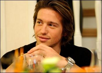Le blogueur Mickaël Vendetta a participé aux  Anges de la télé-réalité 3  en 2011, mais quelle émission remporte-t-il en 2010 ?