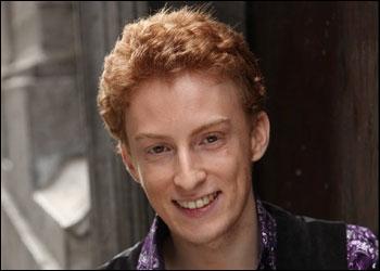 Anthony, le chanteur lyrique a créé un buzz avec son romantisme et ses sérénades sous les fenêtres, mais à quelle émission a-t-il participé ?