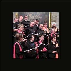 L'ensemble des chanteurs adultes professionnels et enfants qui chantent dans le chœur d'une église :