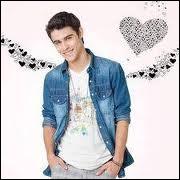 De qui Tomas est-il amoureux ?