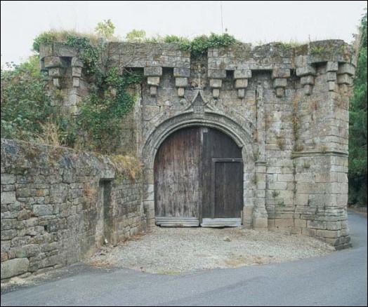 Guémené-sur-Scorff dans le Morbihan est connu pour :