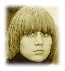 Avant de former un célèbre duo musical en 1971, elle interprétait en 1967 ... .