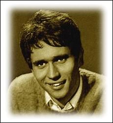 Né en Indochine française en 1942, cet auteur-compositeur et chanteur français obtient la consécration en 1968 avec ce titre ... .