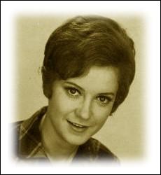 Auteur-compositrice issue du petit conservatoire de Mireille, elle commence sa carrière en 1963 avec ce premier succès ... .