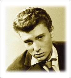 En mars 1960, pour son premier enregistrement il nous interprète ce titre précédemment chanté par Dalida ... .