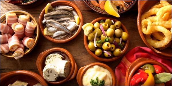 Quel pays à la tradition culinaire des  tapas  ?
