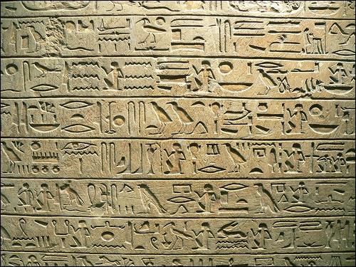 Quelle civilisation a laissé des hiéroglyphes ?