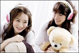 Voici deux jeunes filles extrêmement douées, elles sont très belles et leurs voix sont incomparables ! Elles ont aussi fait un duo avec les T-Ara sur une ballade...