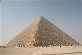 Ce monument égyptien est en forme de...