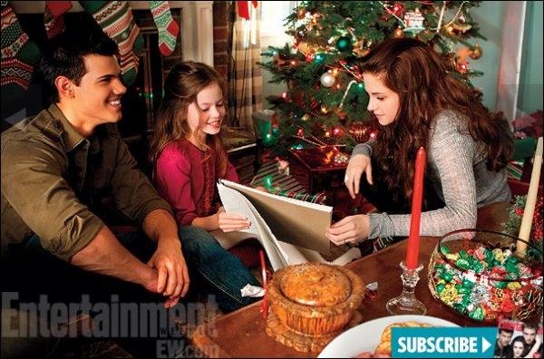 À Noël, chez Charlie, Jacob offre à Renesmée :