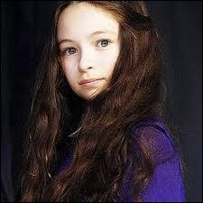 Comment s'appelle la fillette qui va se faire tuer par les Volturi ?