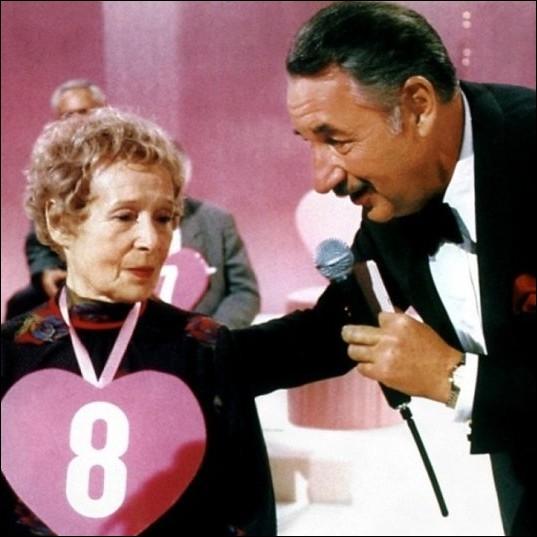 Dans quel film réalisé par Claude Chabrol en 1987, Philippe Noiret tenait-il le rôle d'un présentateur-vedette de télévision ?