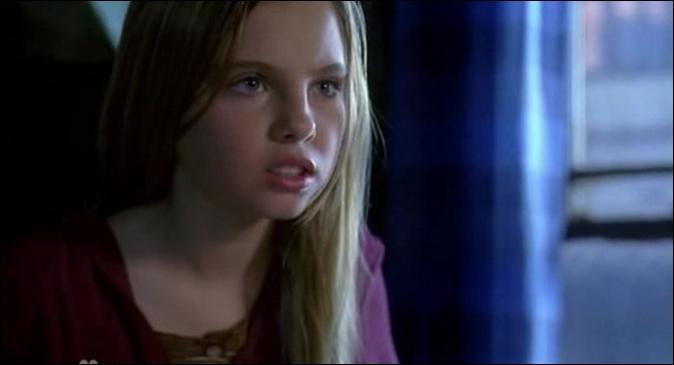 Cette petite fille fait-elle partie de la série ,