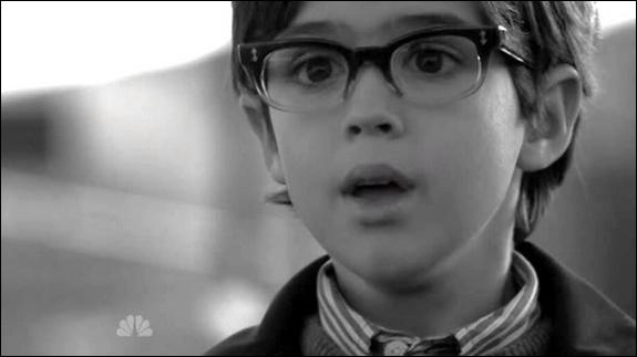 Ce petit garçon fait-il partie de la série ?