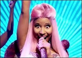 Au tout début, Nicki dit une phrase, quelle est cette phrase ?