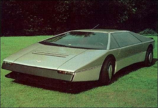Quelle est la marque de cette voiture anglaise très... cubique ! ?