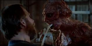 Quel est ce film d'horreur où un insecte devient géant ?