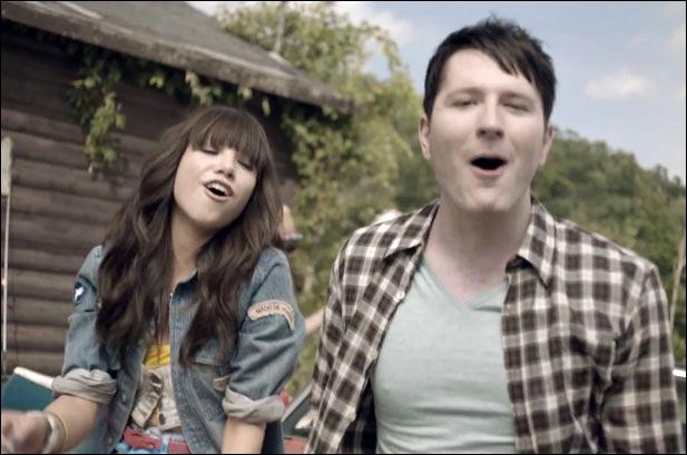 Comment se nomme la chanson de ce clip chantée par Carly Rae Jepsen et Owl City ?